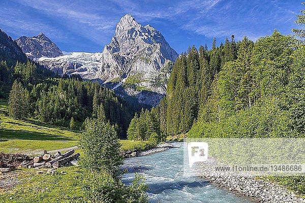 Fluss am Fuße des Mount Wellhorn  Rosenlaui  Berner Oberland  Schweiz  Europa