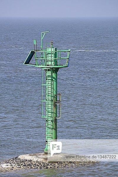 Positionsmast  Schifffahrtszeichen  Hafeneinfahrt  Norddeich  Norden  Ostfriesland  Niedersachsen  Deutschland  Europa