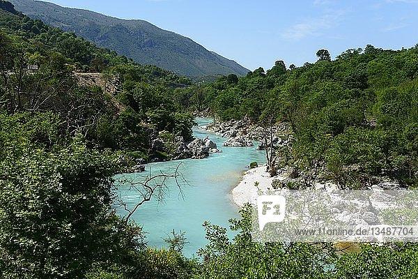Fluss Drino bei Uji i Ftothe  Albanien  Europa