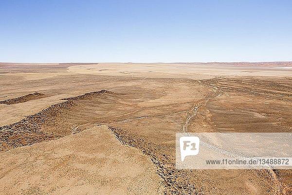 Luftaufnahme  vom Regen ausgewaschene Abbruchkante  Namib-Wüste  Namib-Naukluft-Nationalpark  Namibia  Afrika