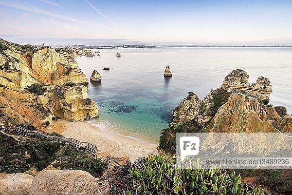 Camilo Beach mit Klippen  Lagos  Algarve  Portugal  Europa