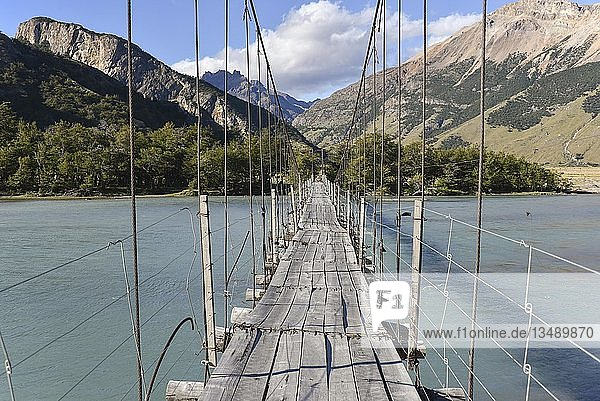Hängebrücke am Cerro Fitz Roy  Nationalpark Los Glaciares  El Chaltén  Provinz Santa Cruz  Patagonien  Argentinien  Südamerika