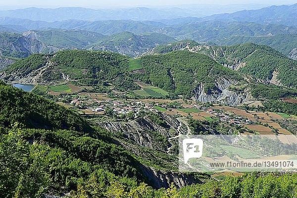 Berglandschaft  SH3 nahe des Krraba-Pass  Pajenge  Qark Elbasan  Albanien  Europa