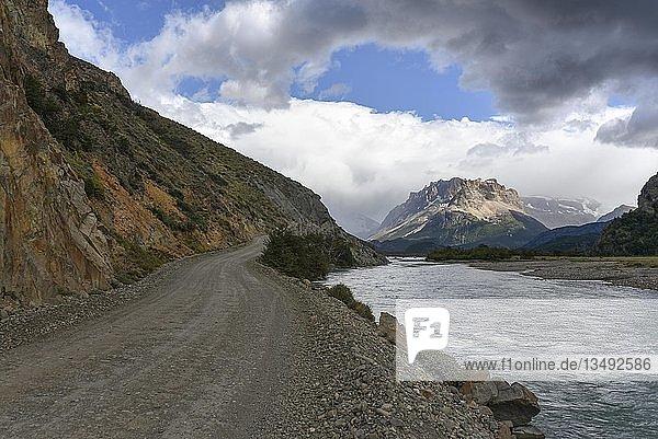 Road to the Lago del Desierto at the Rio de las Vueltas  near El Chalten  Patagonia  Argentina  South America