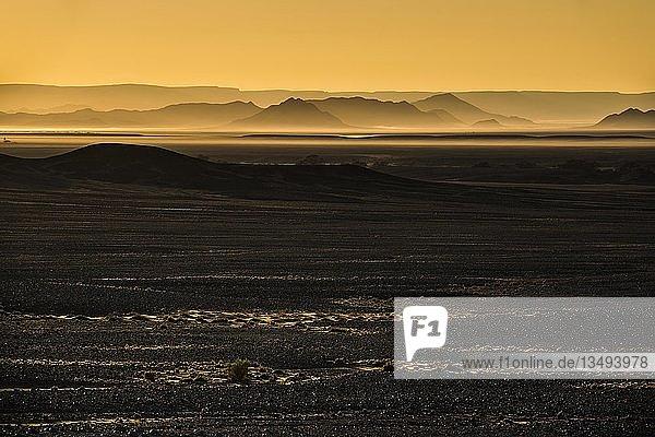 Sonnenaufgang über dem Sossusvlei  Namib-Wüste  Namib Naukluft Park  Region Hardap  Namibia  Afrika
