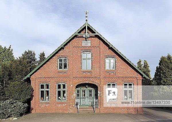 Altstädter Bauernhaus  norddeutsche Backsteinarchitektur  Neuenkirchen  Lühe  Altes Land  Niedersachsen  Deutschland  Europa