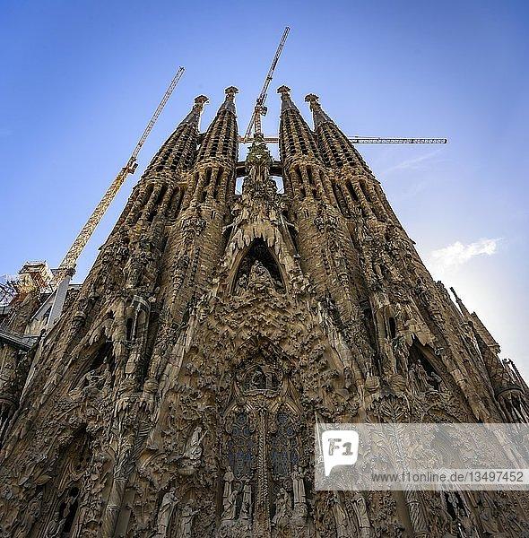 Türme der Kirche Sagrada Familia  Architekt Antonio Gaudi  Barcelona  Katalonien  Spanien  Europa