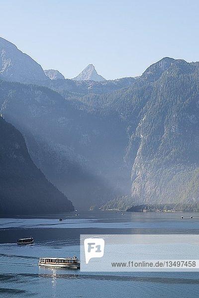 Ausflugsschiff auf dem Königssee  hinten Schönfeldspitze  Berchtesgadener Alpen  Nationalpark Berchtesgaden  Schönau am Königssee  Oberbayern  Bayern  Deutschland  Europa