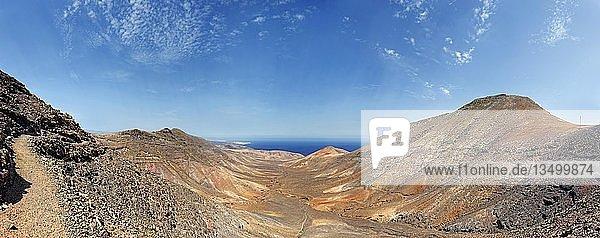Barranco la Huguera mit Blick zum Playa Quemada  Femes  Lanzarote  Kanarische Inseln  Spanien  Europa