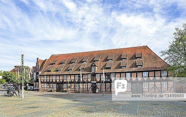 Ehemaliger Marstall  heute Tourist-Information  Stadtbücherei und Heimatmuseum  Winsen an der Luhe  Niedersachsen  Deutschland  Europa