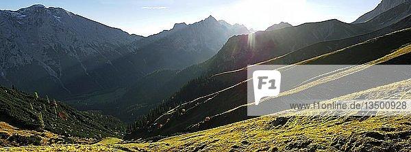Gipfel des Predigtstuhl im Wettersteingebirge bei Leutasch  Tirol  Österreich  Europa