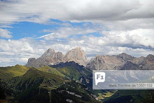 Ausblick vom Rosengartengebirge zum Gletscher des Marmoladagipfel  Tiers  Südtirol  Italien  Europa