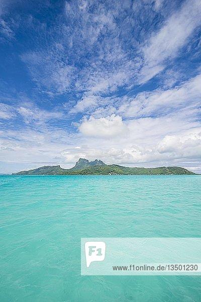 Die türkisfarbene Lagune  Mont Otemanu  Insel Bora Bora  Französisch-Polynesien  Ozeanien