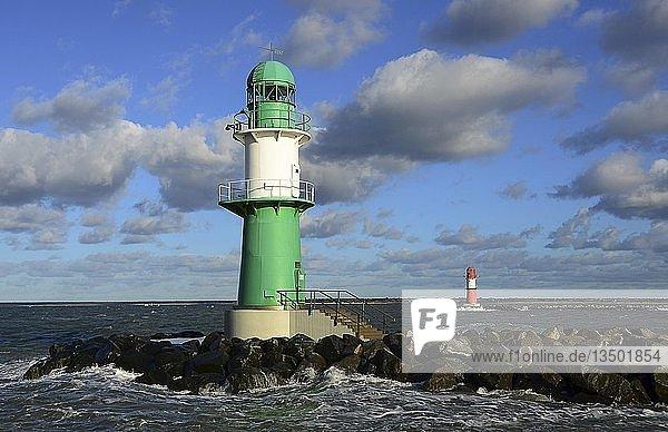 Leuchttürme  Hafeneinfahrt  Warnemünde  Mecklenburg-Vorpommern  Deutschland  Europa