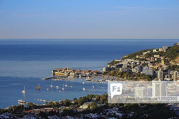 Ferienort Slovenska Plaza und Altstadt  Budva  Adriaküste  Montenegro  Europa
