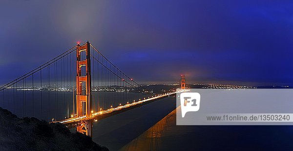 Golden Gate Bridge in der Abenddämmerung  San Francisco  Kalifornien  USA  Nordamerika