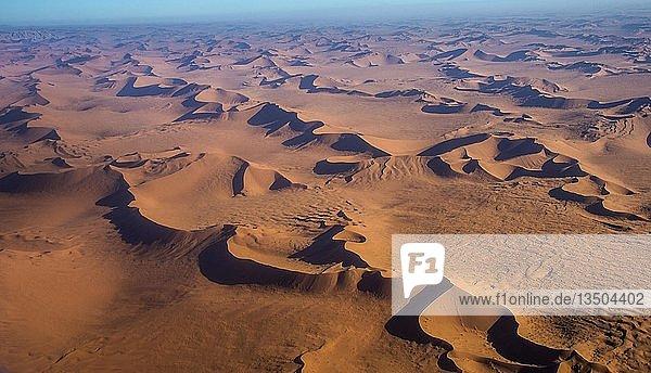 Luftaufnahme  Sanddünen in der Namib-Wüste  Namibia  Afrika