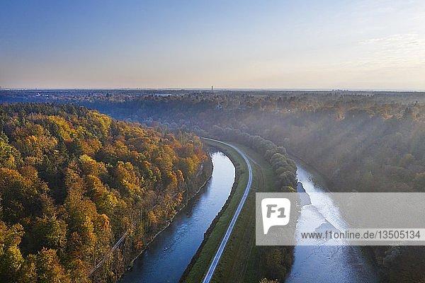Isarkanal und Isar  Pullach im Isartal und Grünwald  bei München  Drohnenaufnahme  Oberbayern  Bayern  Deutschland  Europa