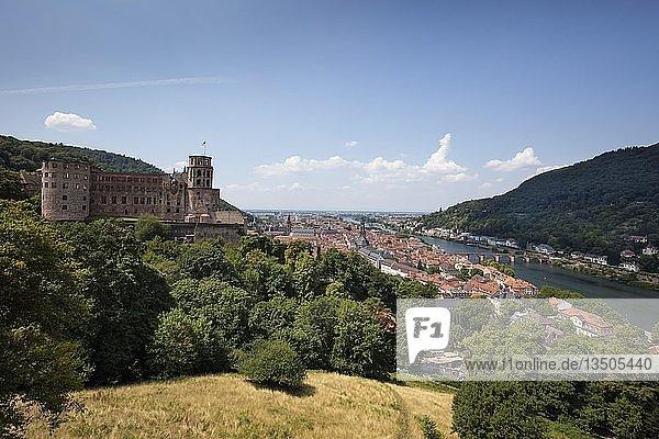 Stadtansicht mit Heidelberger Schloss  Schlossruine  Heidelberg  Baden-Württemberg  Deutschland  Europa