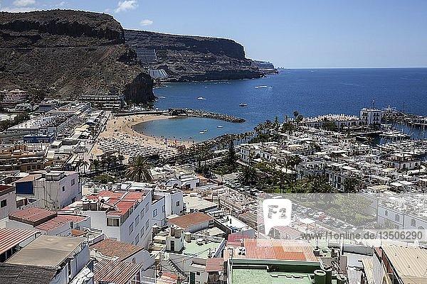 Ausblick vom Mirador Mogan auf Ort und Küste  Puerto de Mogan  Gran Canaria  Kanarische Inseln  Spanien  Europa