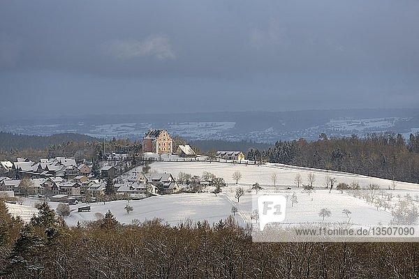 Blick auf Schloss Freudental im Schnee  Langenrain  Allensbach  Baden-Württemberg  Deutschland  Europa