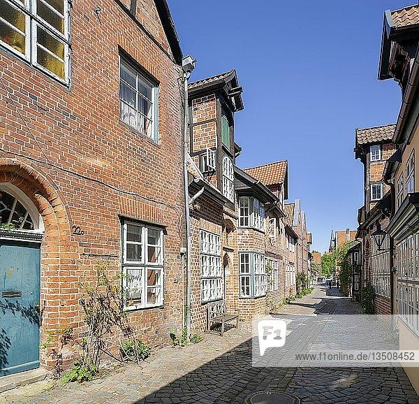Historische Bürgerhäuser in der Straße Auf dem Meere  Altstadt  Lüneburg  Niedersachsen  Deutschland  Europa