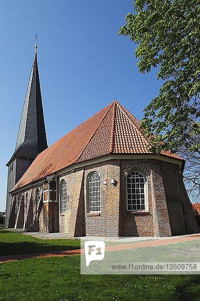 Historische St. Nikolai-Kirche in Borstel  Gemeinde Jork  Altes Land  Landkreis Stade  Niedersachsen  Deutschland  Europa