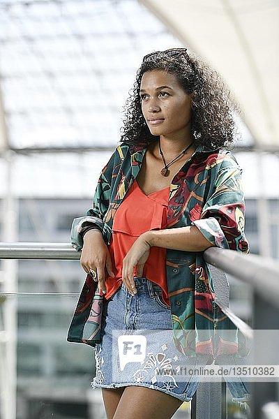 Junge Frau  Fashion  Fotoshooting  München  Oberbayern  Bayern  Deutschland  Europa