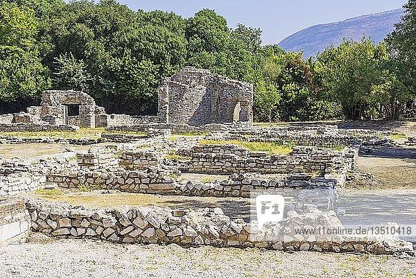 Römische Wohnungen  Titrikon Palast  Trikonchos Palast  antike Stadt Butrint  Nationalpark Butrint  Saranda  Albanien  Europa