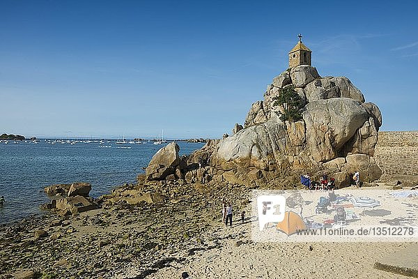 Beach and chapel on rocks  Port Blanc  Côte de Granit Rose  Cotes d'Armor  Brittany  France  Europe