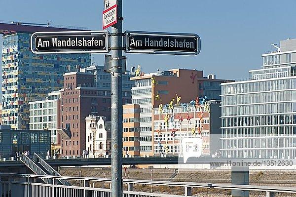 'Straßenschilder ''Am Handelshafen'' im Düsseldorfer Medienhafen  Düsseldorf  Nordrhein-Westfalen  Deutschland  Europa'