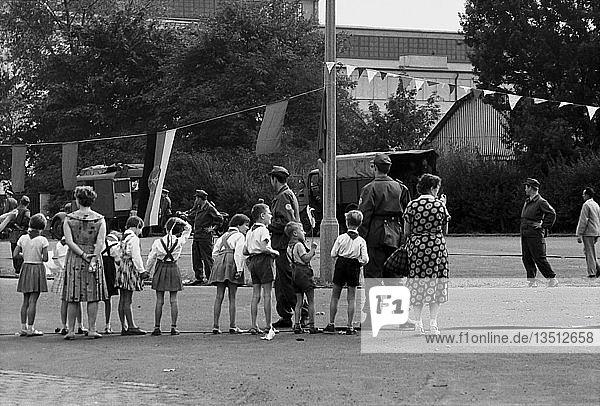 Kosmonaut Juri Gagarin besucht Leipzig  1961  Messegelände  Leipzig  Sachsen  DDR  Deutschland  Europa