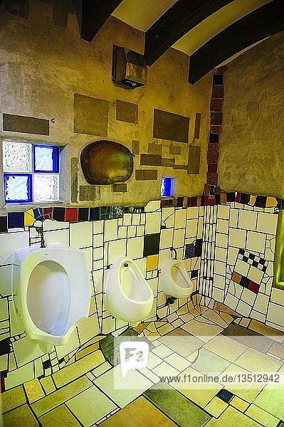 Innenansicht  Hundertwasser Toilette in Kawakawa  Nordinsel  Neuseeland  Ozeanien