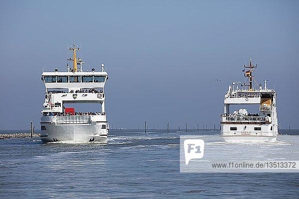Fährschiffe zwischen Norden-Norddeich und Insel Norderney  Ostfriesland  Niedersachsen  Deutschland  Europa