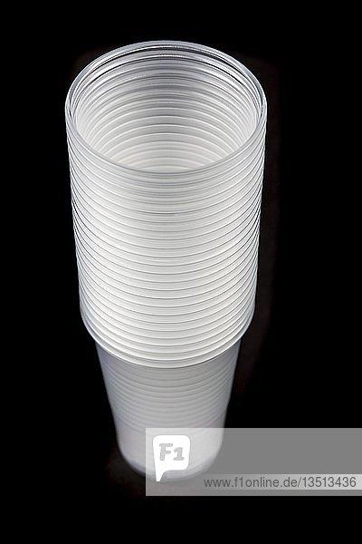 Einwegbecher  Plastikbecher  transparent  0  2 Liter  Trinkbecher  Einwegbecher  Plastikmüll