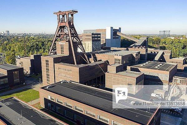 Welterbe Zeche Zollverein in Essen  Doppelbock Fördergerüst von Schacht 12  Drohnenaufnahme  Essen  Nordrhein-Westfalen  Deutschland  Europa
