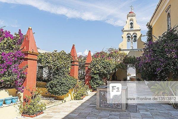 Glockenturm im Innenhof  Kloster Panagia Theotókos tis Paleokastritsas  Paleokastritsa  Insel Korfu  Ionische Inseln  Griechenland  Europa