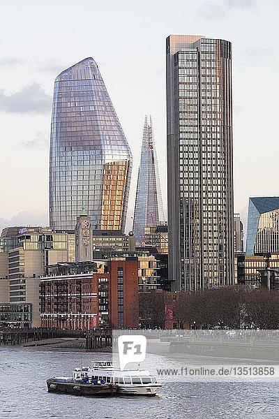Hochhäuser an der Themse  Southwark  London  England  Großbritannien  Europa