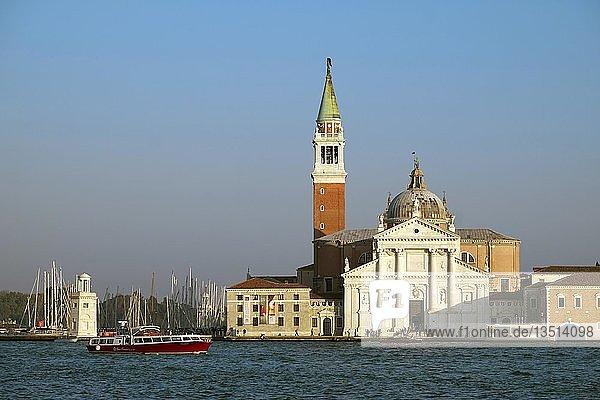 Ausblick zur Chiesa San Giorgio  Isola di San Giorgio Maggiore  Abendlicht  Venedig  Venetien  Italien  Europa