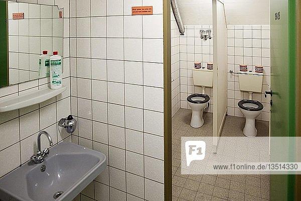 Toiletten  Dokumentationsstätte Regierungsbunker  Bad Neuenahr-Ahrweiler  Rheinland-Pfalz  Deutschland  Europa