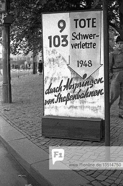 Verkehrssicherheit  Warnschild  Unfälle bei der Straßenbahn  1949  Leipzig  Sachsen  DDR  Deutschland  Europa