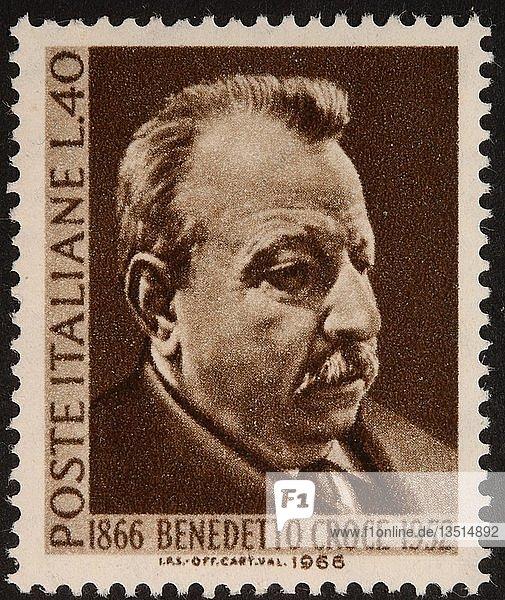 Benedetto Croce  ein italienischer idealistischer Philosoph  Historiker und Politiker  Porträt auf einer italienischen Briefmarke  Italien  Europa