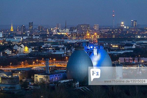 Stadtpanorama von Dortmund  Innenstadt  Fernsehturm Florian  Dortmunder-U  Faultürme der Emscher Kläranlage Dortmund Deusen  Dortmund  Nordrhein-Westfalen  Deutschland  Europa