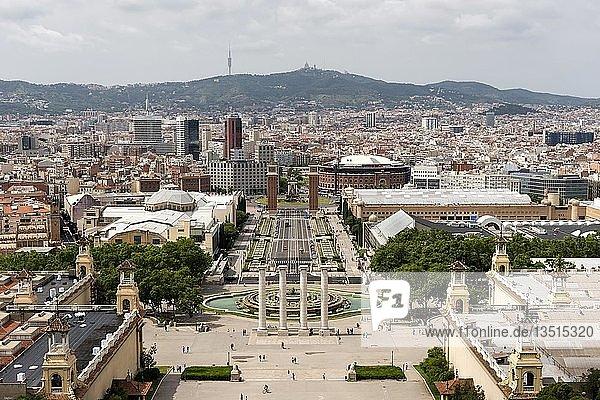 Font Màgica  Placa de les Cascades und Placa d´Espanya  hinten Tibidabo  Barcelona  Katalonien  Spanien  Europa