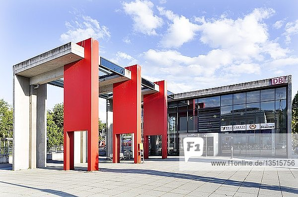 Bahnhof Memmingen  erbaut als Modellvorhaben in Modulbauweise  Memmingen  Schwaben  Bayern  Deutschland  Europa