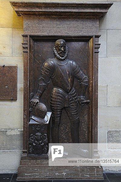 Historische Grabplatte  gotischer Veitsdom  St.-Veits-Dom  Prager Burg  Hradschin  Prag  Böhmen  Tschechien  Tschechische Republik  Europa