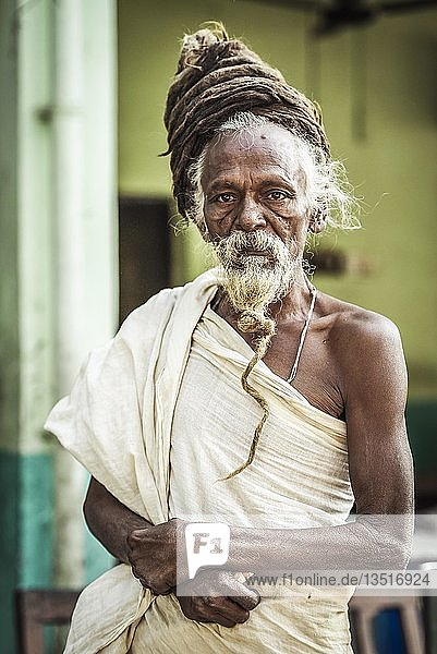 Sadhu  heiliger Mann  Yogi mit Rasta Dreadlocks Frisur  Lumbini  Nepal  Asien Sadhu, heiliger Mann, Yogi mit Rasta Dreadlocks Frisur, Lumbini, Nepal, Asien