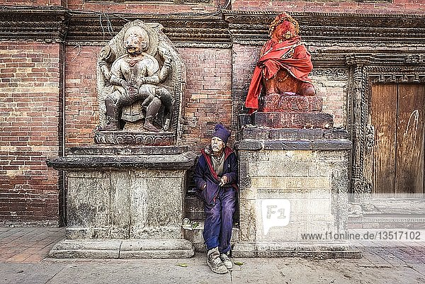 Hinduistische Statuen  Mann  Durbar Square  Patan  Kathmandu Tal  Himalaya Region  Nepal  Asien Hinduistische Statuen, Mann, Durbar Square, Patan, Kathmandu Tal, Himalaya Region, Nepal, Asien