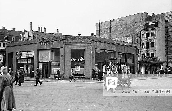 Ladengeschoss der Ruine des Bismarckhauses  1955  Markt  Leipzig  Sachsen  DDR  Deutschland  Europa
