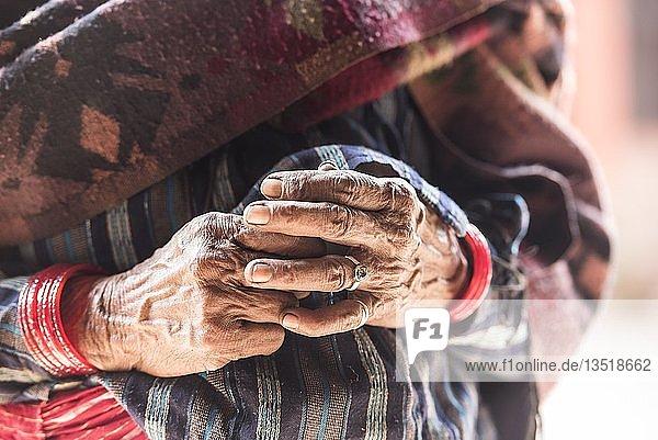 Hände einer alten Frau  Bandipur  Kathmandu Tal  Nepal  Asien Hände einer alten Frau, Bandipur, Kathmandu Tal, Nepal, Asien